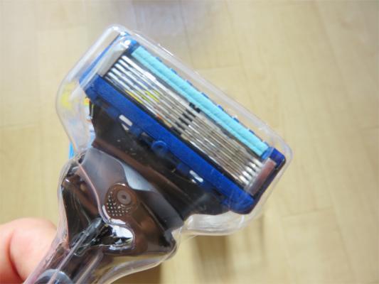5枚刃、刃と肌との摩擦が小さくすむ