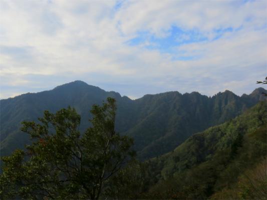 鋸岳・位牌岳の稜線