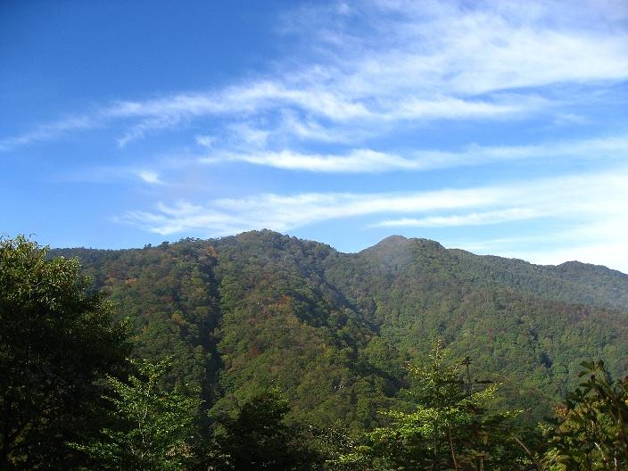 中尾根ノ頭からの笹子雁ヶ腹摺山方面の景色