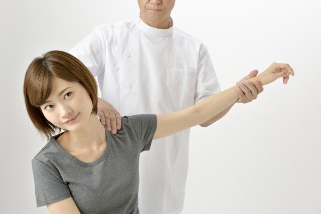 肩こり、腰痛、神経痛、関節痛で悩んでいる女性