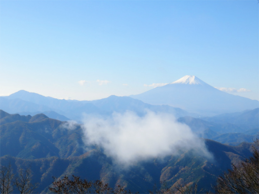 雲のモザイク山
