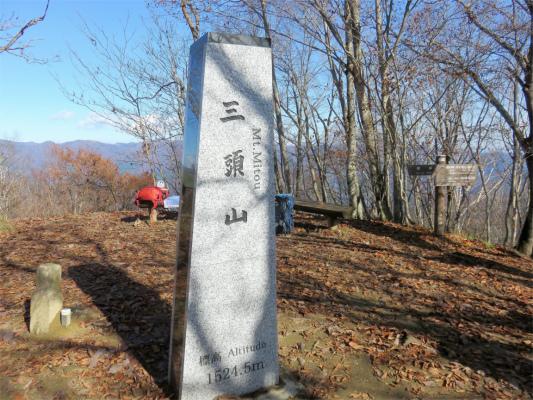 三頭山西峰標高が、1,524.5m