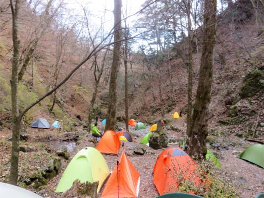 三条の湯のテント場の混雑