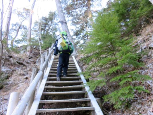 三峯神社方面の分岐階段