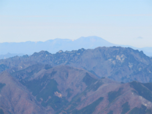 白岩小屋から両神山