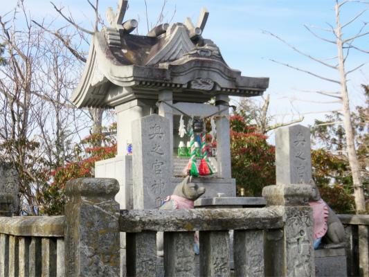 三峯神社の奥宮(妙法ヶ岳)