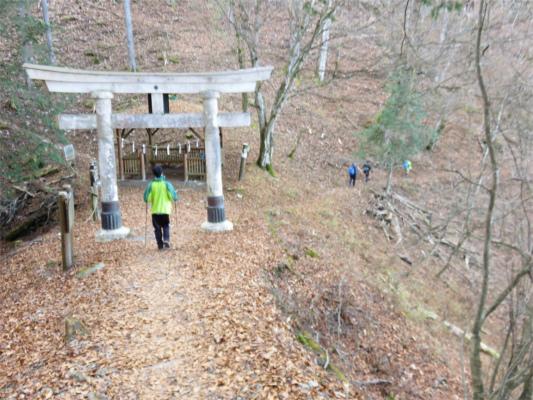 三峯神社鳥居から右手に伸びるルート