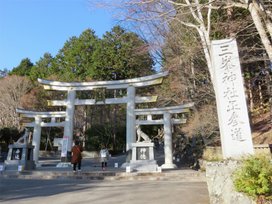 三峯神社鳥居