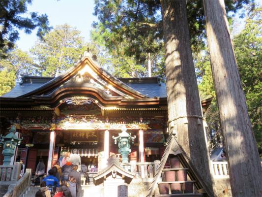 拝殿の右側