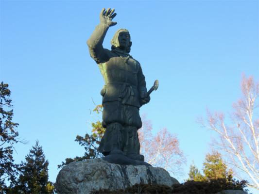 ヤマトタケルの銅像