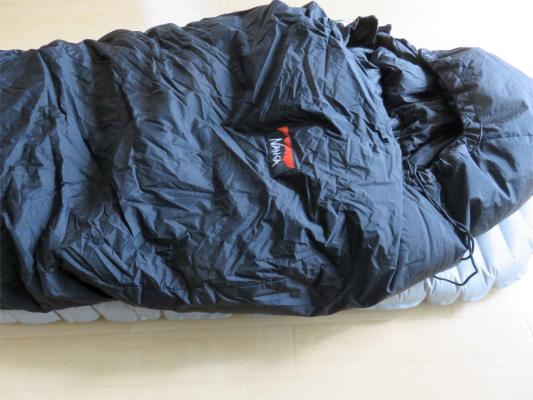 ナンガオーロラ600DX厳冬期用寝袋サーマレストネオエアーXサーモの上