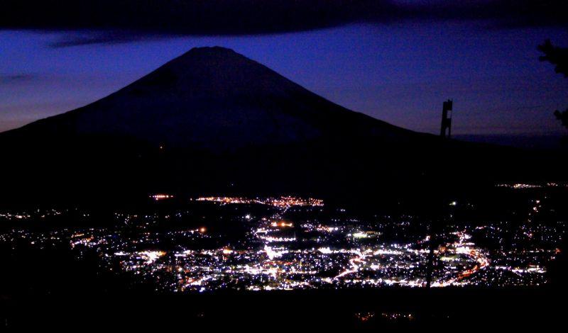 箱根外輪山一周日帰りハイキング富士山の夜景の景色