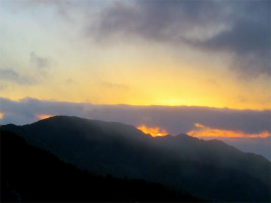 笠取山の山頂から東の空