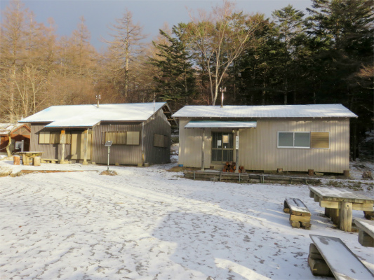 笠取小屋真っ白な世界