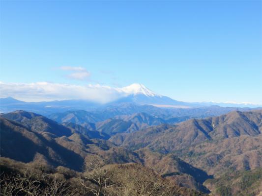 丹沢山塊富士山