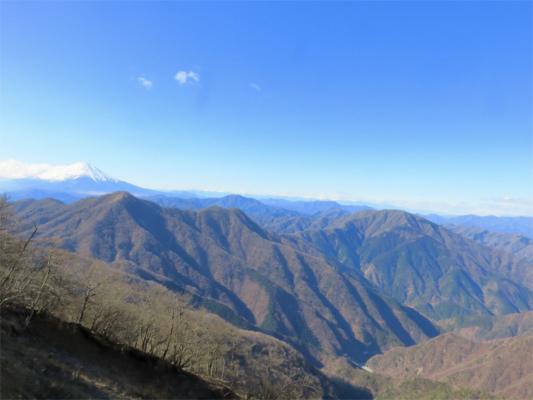 檜洞丸大室山、道志山塊最高峰御正体山