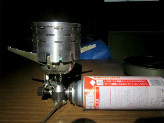 岩谷ジュニアコンパクトバーナーにセットして、暖房をする直前