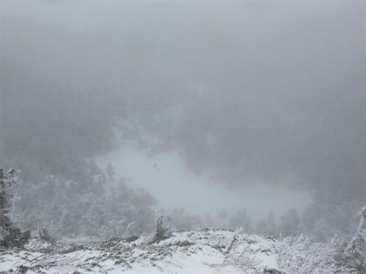 北横岳の火口部分(血の池)