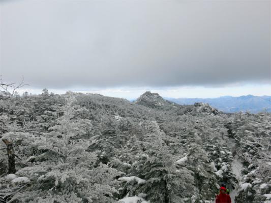 三ッ岳が遠くに見えてきた