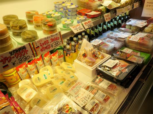 !ぺーター、手作りのハムやソーセージ、チーズ、ベーコンを販売