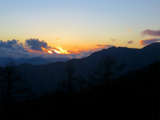奥多摩小屋で夕日