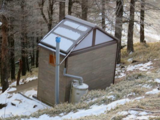雲取山避難小屋のトイレ