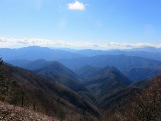 三頭山方面の景色