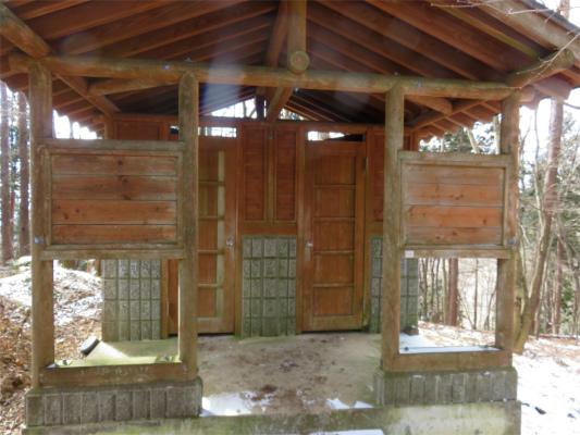 鷹ノ巣避難小屋のトイレに