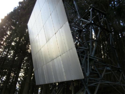 ハンノキ尾根上に有るアンテナ・反射板