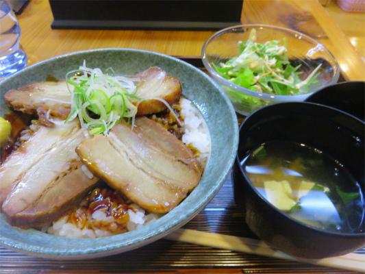 もえぎの湯の食事豚の角煮丼