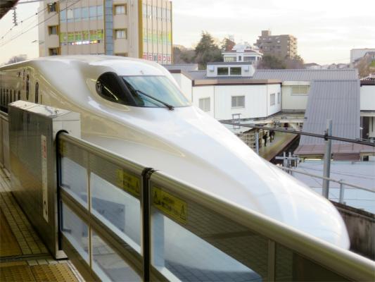 東海道新幹線ののぞみ真之助へ出発