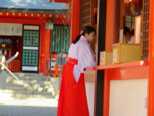生田神社可愛い巫女さん