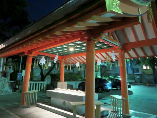 夜の生田神社手水舎