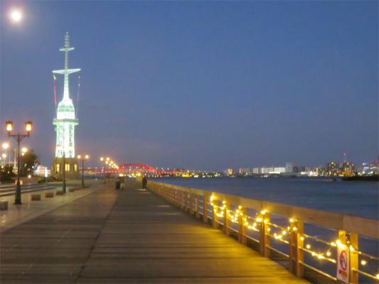 神戸のベイエリア灯台のイルミネーション
