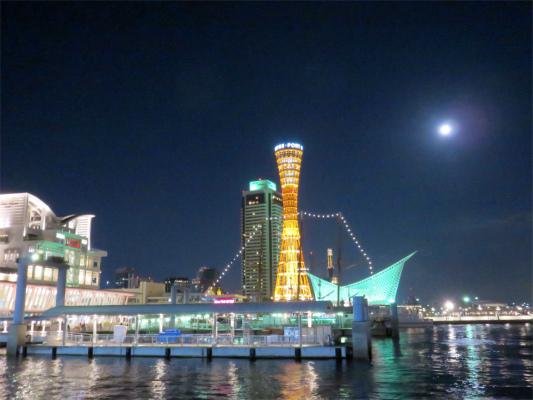 満月神戸ベイエリアを優しく照らして
