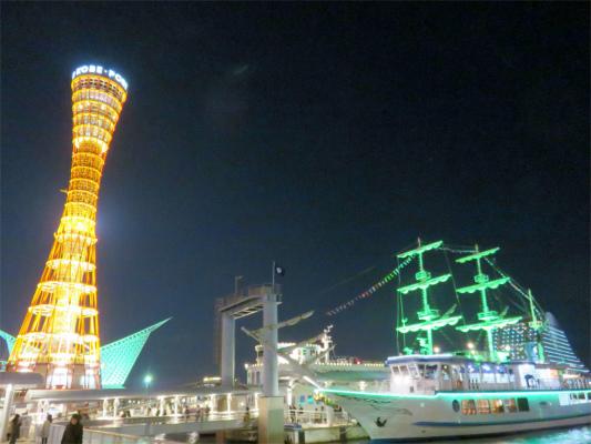 左手が神戸ポートタワー右手の船オーシャンプリンス号