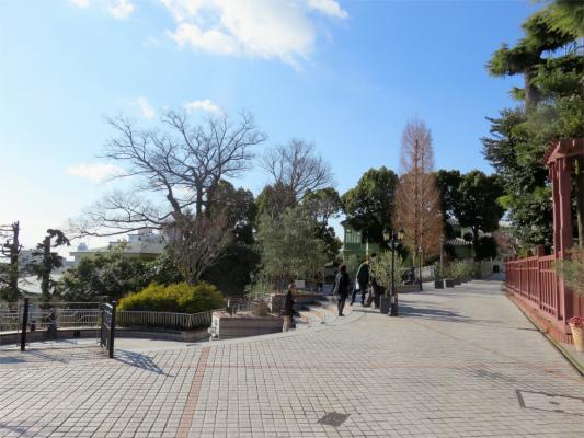 風見鶏の館の前にある広場