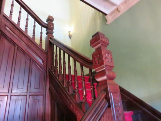萌黄の館神戸木造2階建て階段も立派