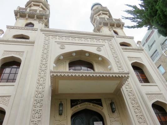 神戸ムスリムモスクの入口口を開いた動物