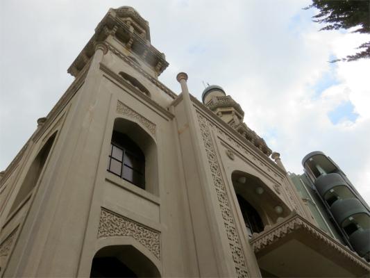 横から神戸ムスリムモスクの入口