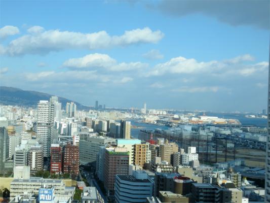 神戸市役所の展望ロビー約100mの高さ