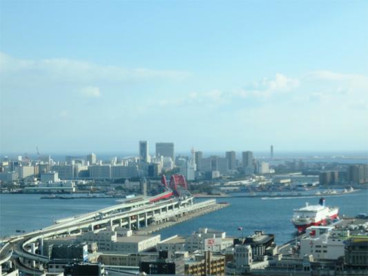 神戸市役所展望ロビーから南側の景色神戸空港方面(ポートアイランド)