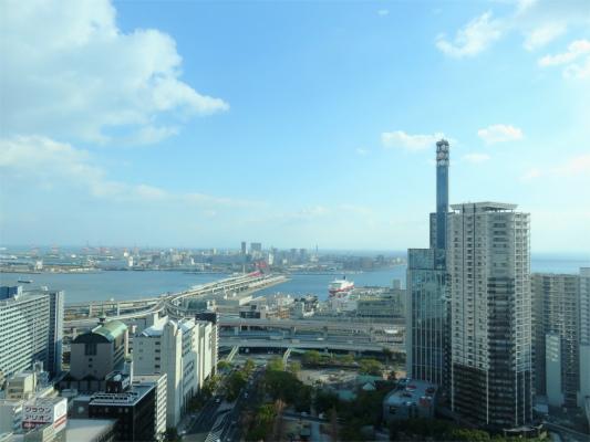 神戸市役所眼の前が海