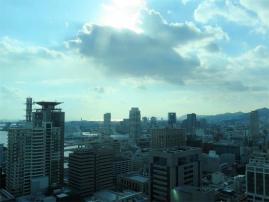 神戸市役所の西側(神戸駅方面)の高層ビル景色