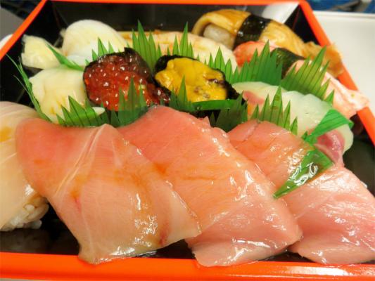 551蓬莱の豚まんと、お寿司のコラボ