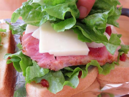 サンドイッチようのトッピングで葉っぱ