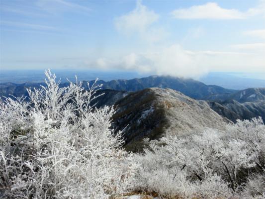 霧氷に包まれている大山方面の景色