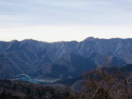 正面に仏果山