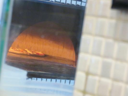 アズーリの美味しいピザ焼いている最中