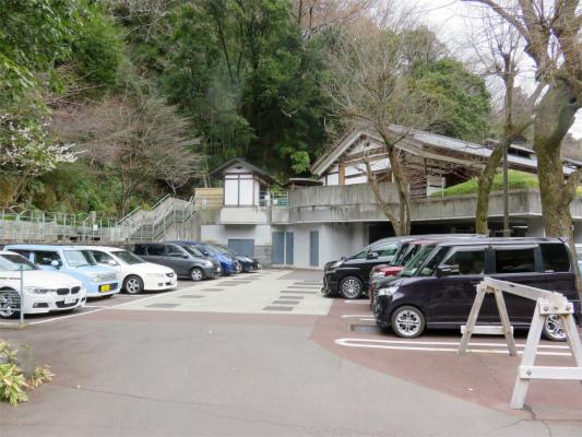天山の駐車場